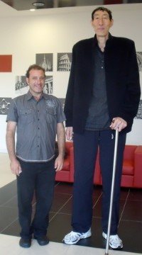 Dean Frenkel with the tallest man in the world